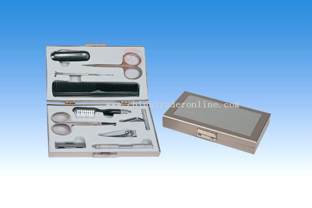10pc Mens Manicure & Razor Set In Aluminum Case