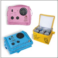 Portable temperature-keeping bag with AM/FM funing radio
