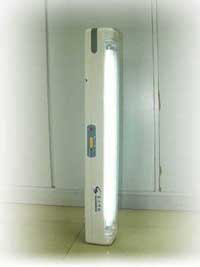 Rechargeable protable emergency light