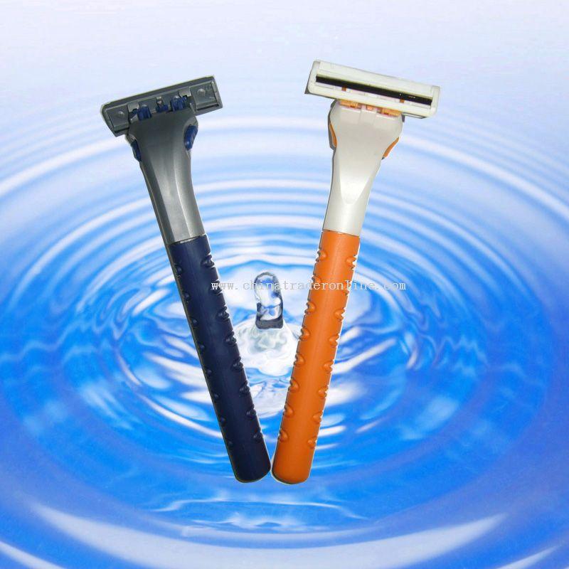 Twin blade disposable razor