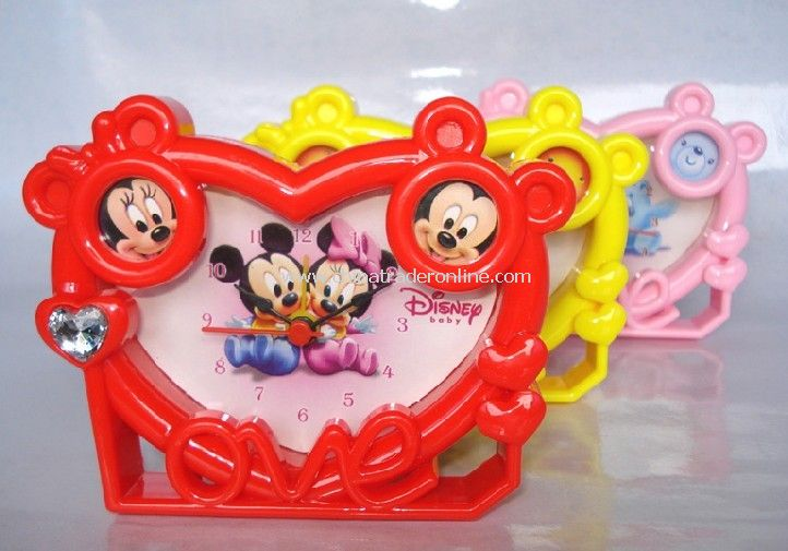 Heart-shaped fashion clock