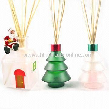 Christmas Fragrance Reed Diffuser Set in Tree-shaped Bottle and Santa House Bottle with LED Light