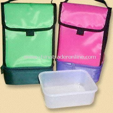 Hand-Carry Zippered Lunch Bags Come with Plastic Containers