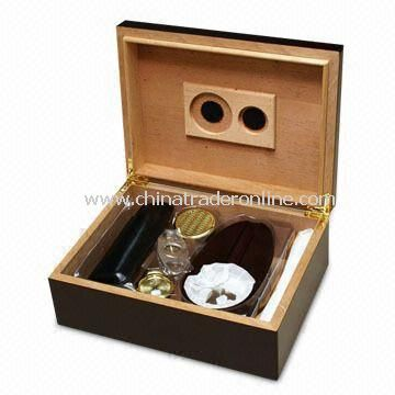 Espresso Cigar Humidor with Ash Tray, Cigar Cutter and Leather Travel Cigar Case