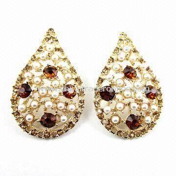 Spring Stylish Stud Earrings in Various Colors, Made of Freshwater Pearl with Rhinestone Decoration from China