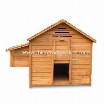 Wooden Chicken Coop with Removable Nest Box and Three Ventilation Slots