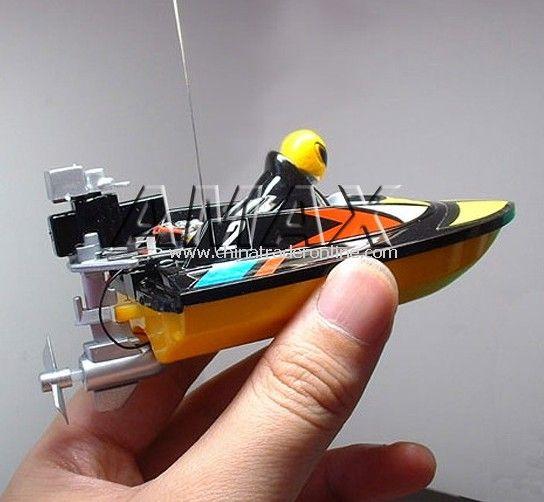 Radio controlled mini boat