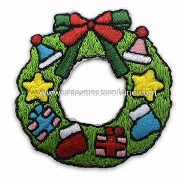 Christmas Wreath Embroidered Patch, Ideal for Apparel, Garments, Homespun Fabric, and Room Ornaments