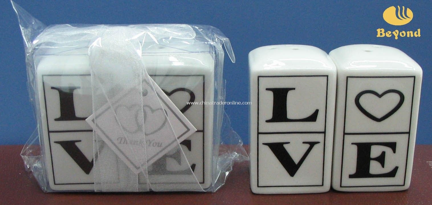 2011 unique wedding favor LOVE ceramic cruet salt and pepper shaker