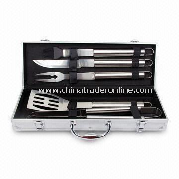 5 Pieces Barbecue Tool Set in Aluminum Case, Made of SS 2CR13 Handle, Designs and Shapes Available