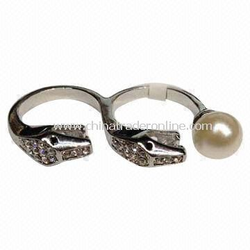 Snake-shaped Two Finger Rings with Shining Rhinestones and Big Pearl
